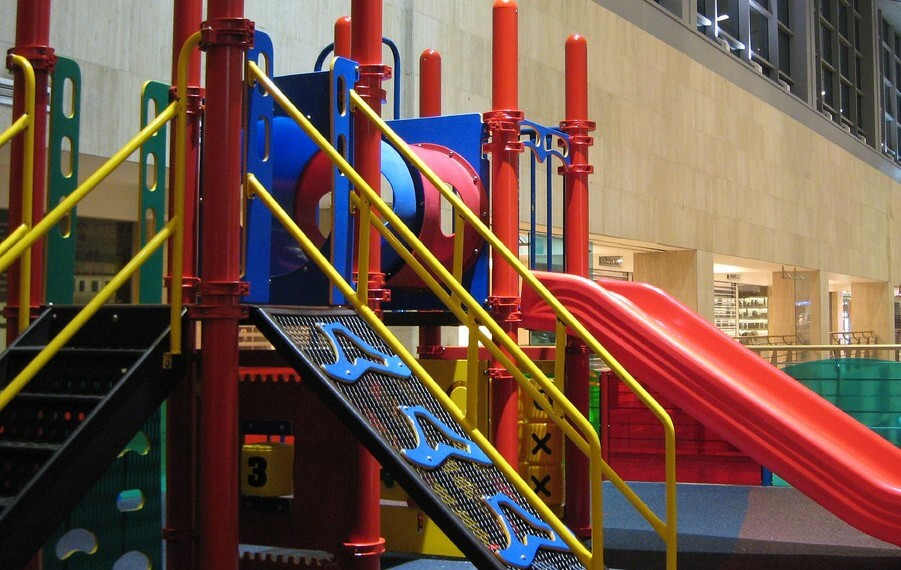 When choosing indoor activities for kids Ottawa parents should consider indoor playgrounds.